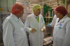 Am 18. Februar 2016 besuchte der Minister für Wissenschaft und Wirtschaft des Landes Sachsen-Anhalt, Hartmut Möllring, die Käsereien der Poelmeyer Gruppe. Im Bild von links nach rechts: Minister Hartmut Möllring, Kai Poelmeyer,  Eva Feußner (Mitglied im Landtag Sachsen-Anhalt)